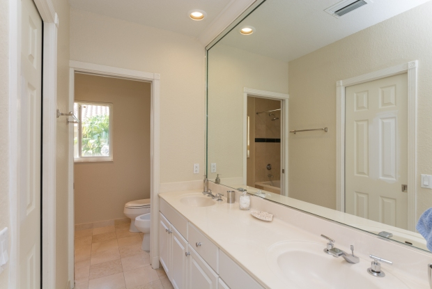 3072_bird_ave_1_MLS_2067662_HID970964_ROOMmasterbathroom1
