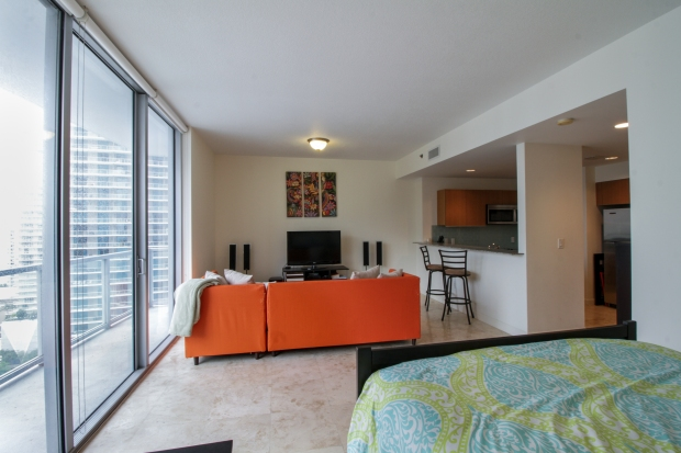 1050_brickell_ave_2012_MLS_10082161_HID1106780_ROOMlivingroom3